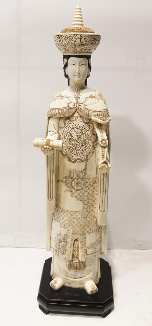 PAREJA DE EMPERADORES. Hueso decorado y policro. Ref. 139623